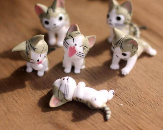 Joyful kittens figurines